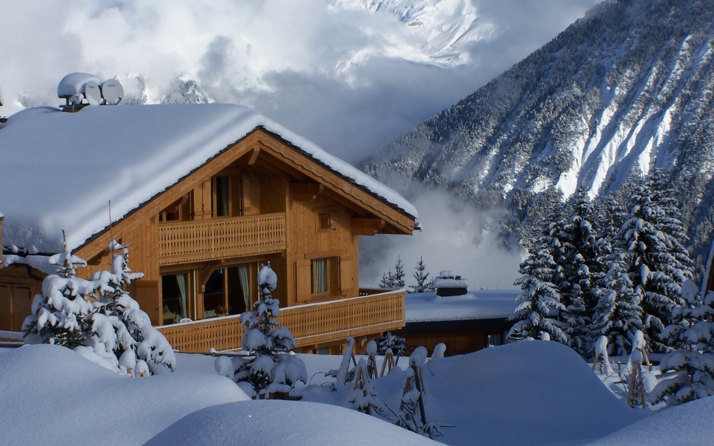 ws_Winter_in_the_Mountains_1440x900.jpg