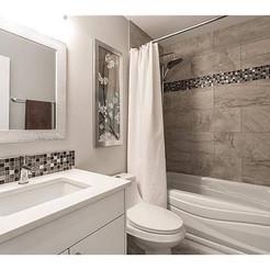 Canyon Meadows Family Bathroom
