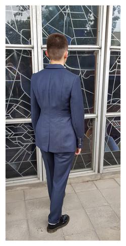 Klasikinis įliemenuotas kostiumas