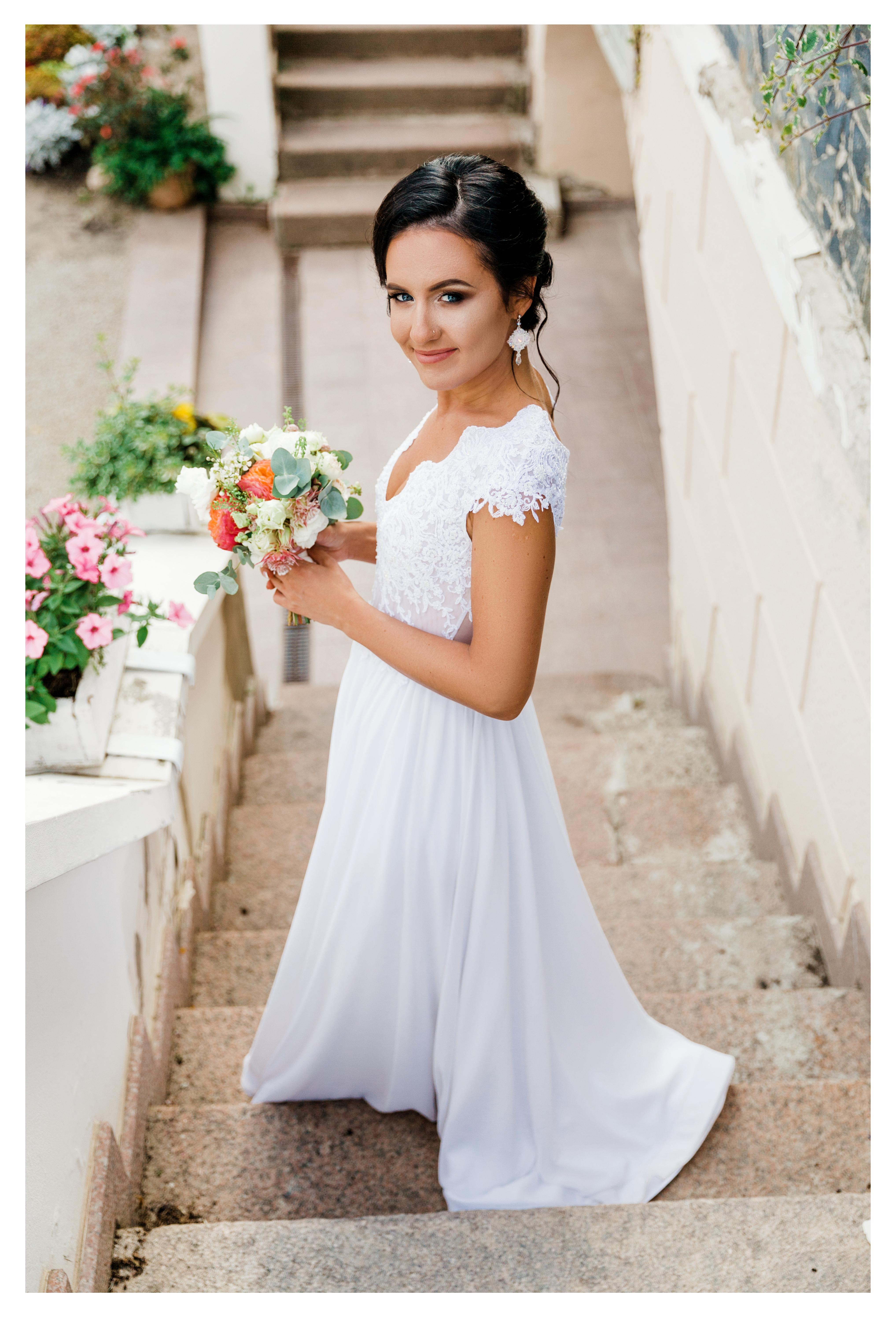 Gipiūrinė nuotakos suknelė