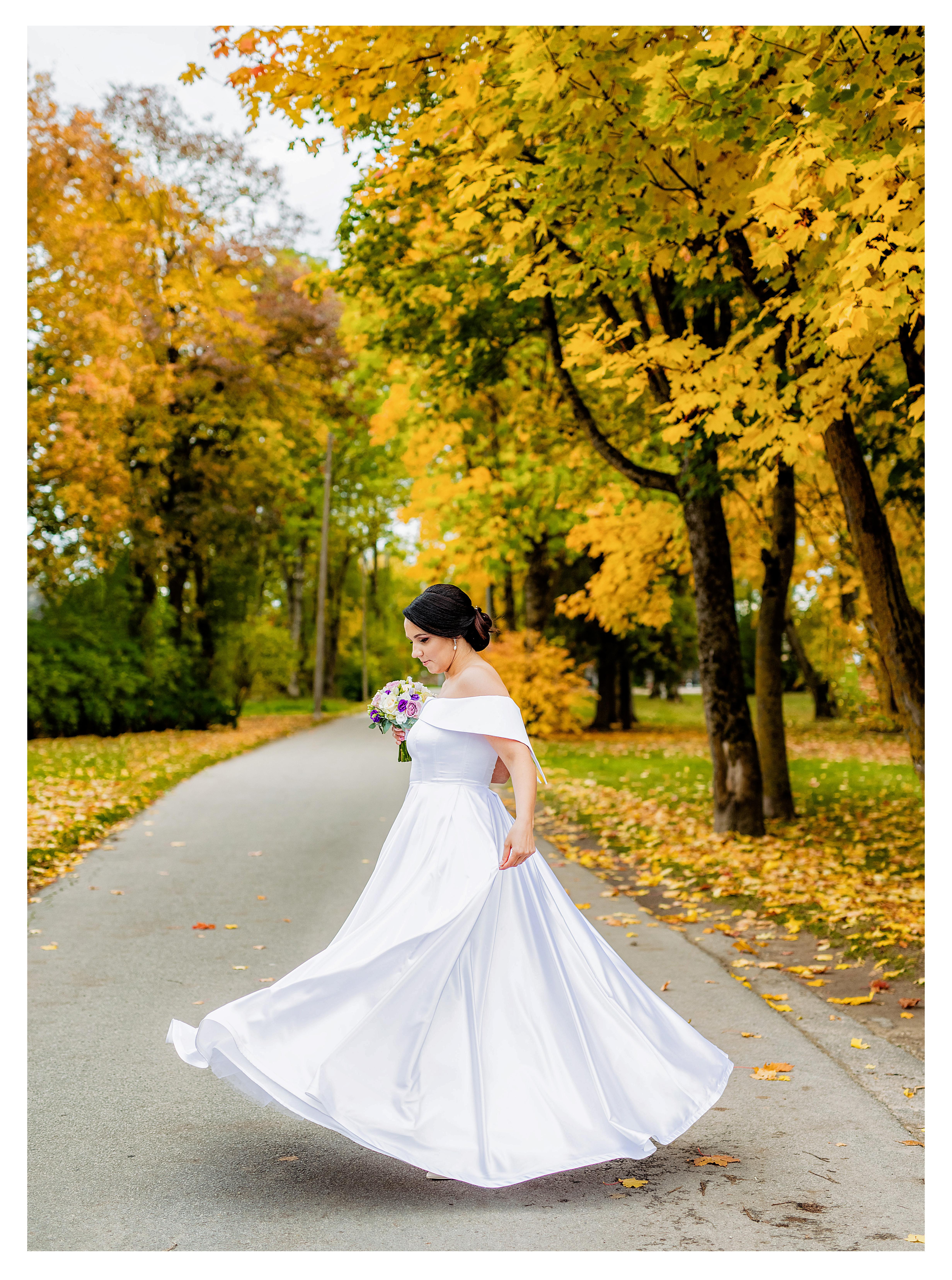Atlasinė nuotakos suknelė