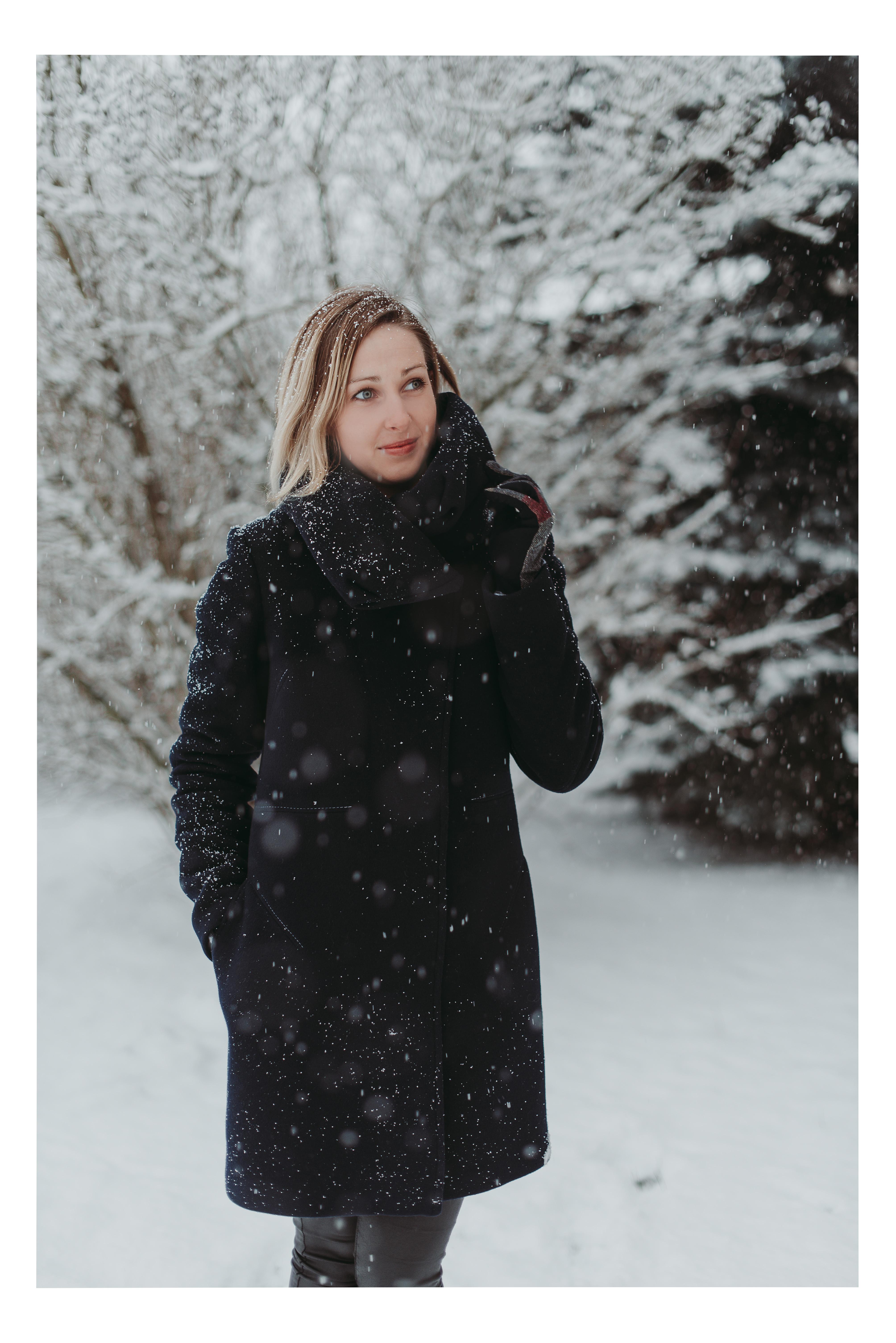 Vilnonis paltas su pašiltinimu ir didele apykakle