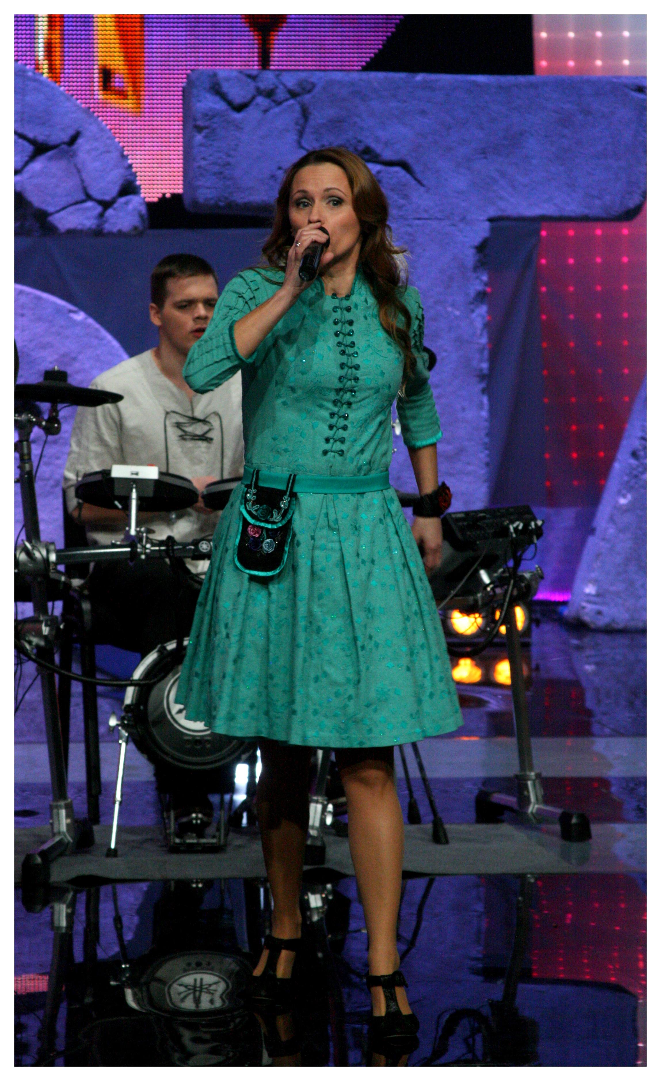 Siuvinėta suknelė ir delmonas