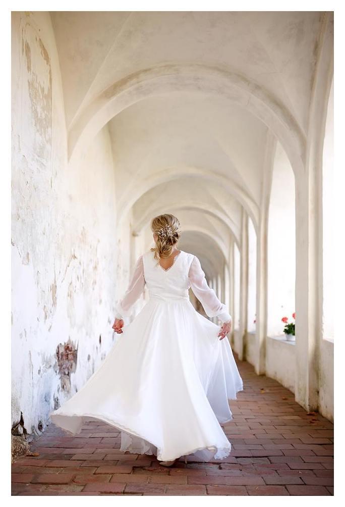 Šifoninė suskliaudžiama suknelė