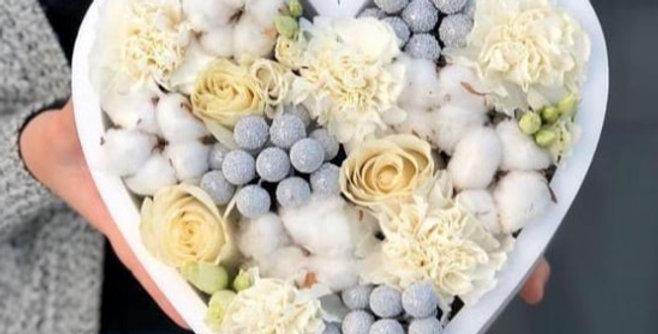 """Dárkový box """"My heart"""" s květinami a dekoracemi"""