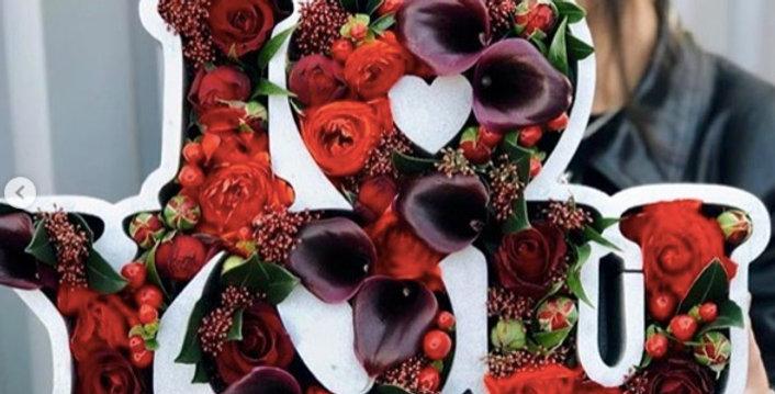 """Dárkový box """"I love you"""" s květinami"""