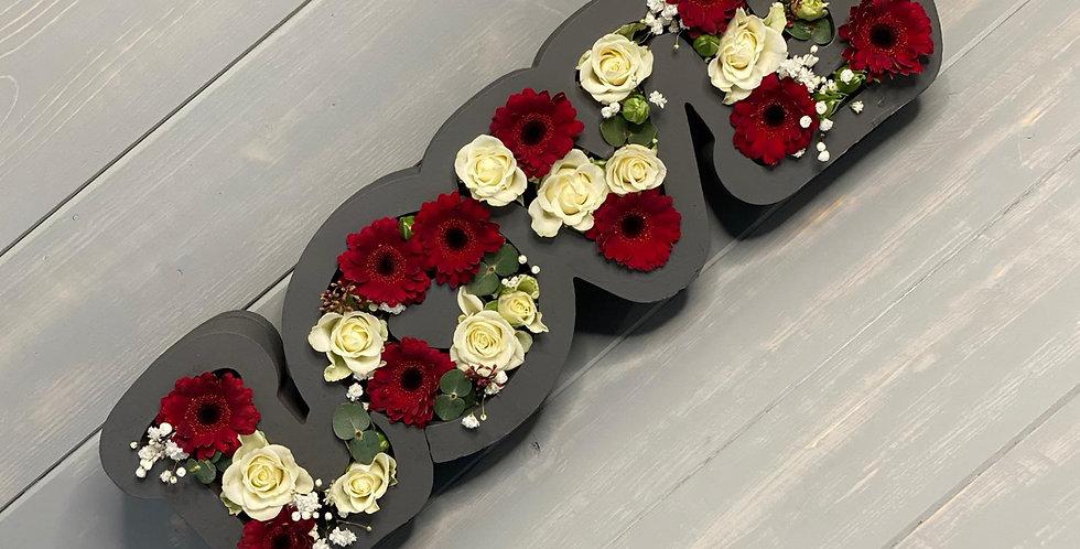 Krabice LOVE s mixem květin dle výběru