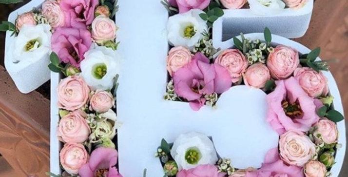 """Dárkový box """"Každý věk je krásný"""" s květinami"""