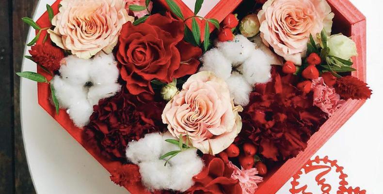 Krabice COTTON HEART s mixem květin