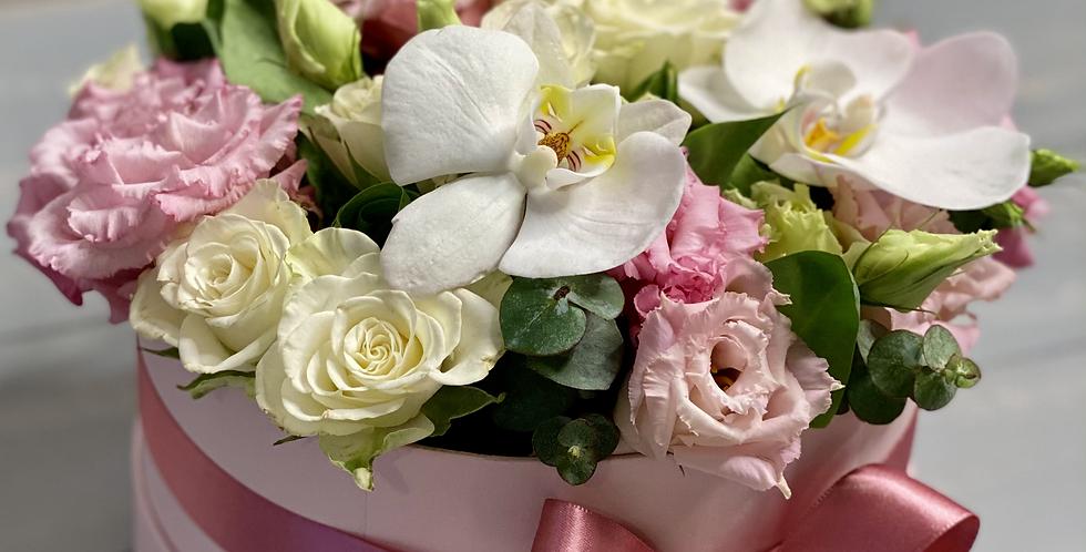 Krabice s eustomou, růží a orchidejí