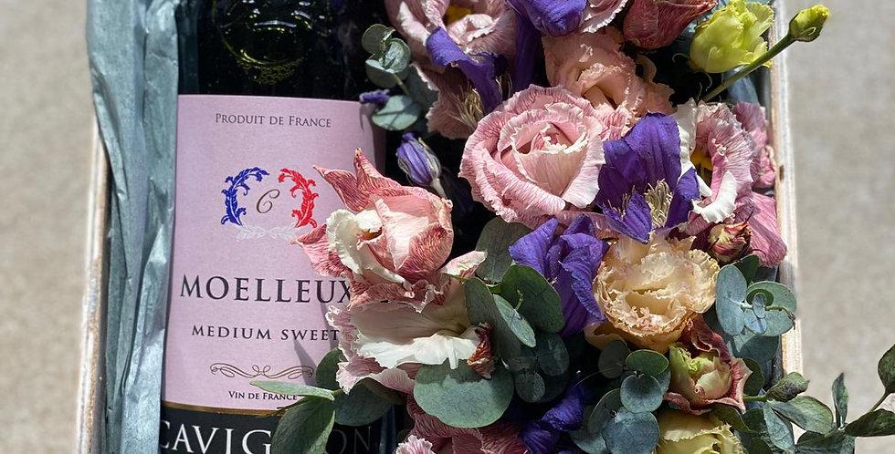 Dárkový set s květinami a vínem