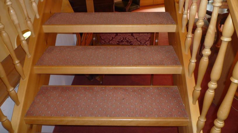 Treppe mit Teppich, Ruch Bodenbeläge Gmb