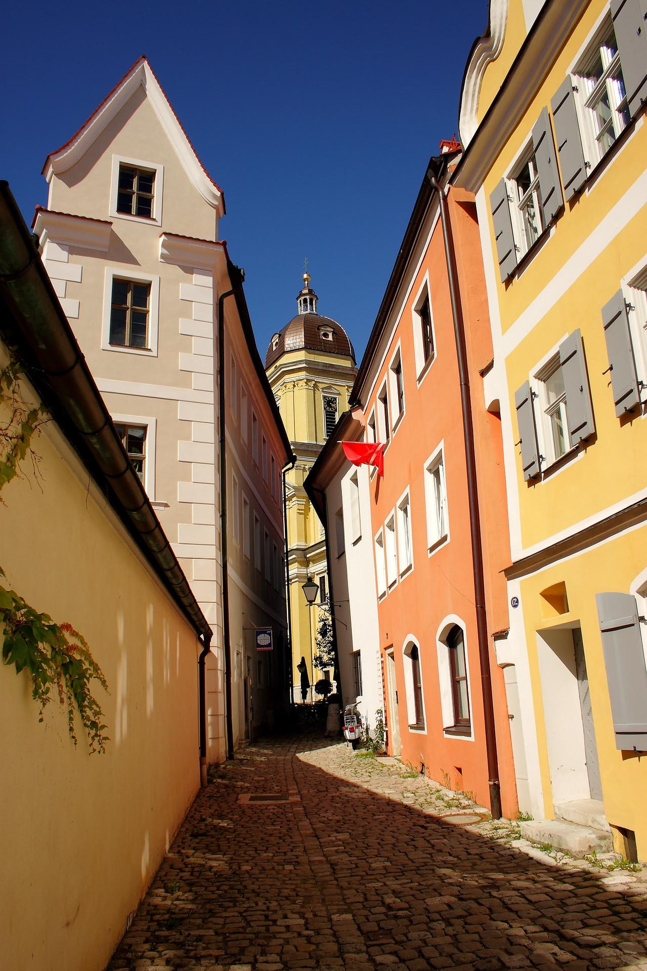 old-town-2050302_1920.jpg