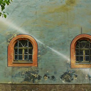 window-hauswand-housewife-home-front.jpg