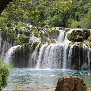 waterfalls-1558971.jpg
