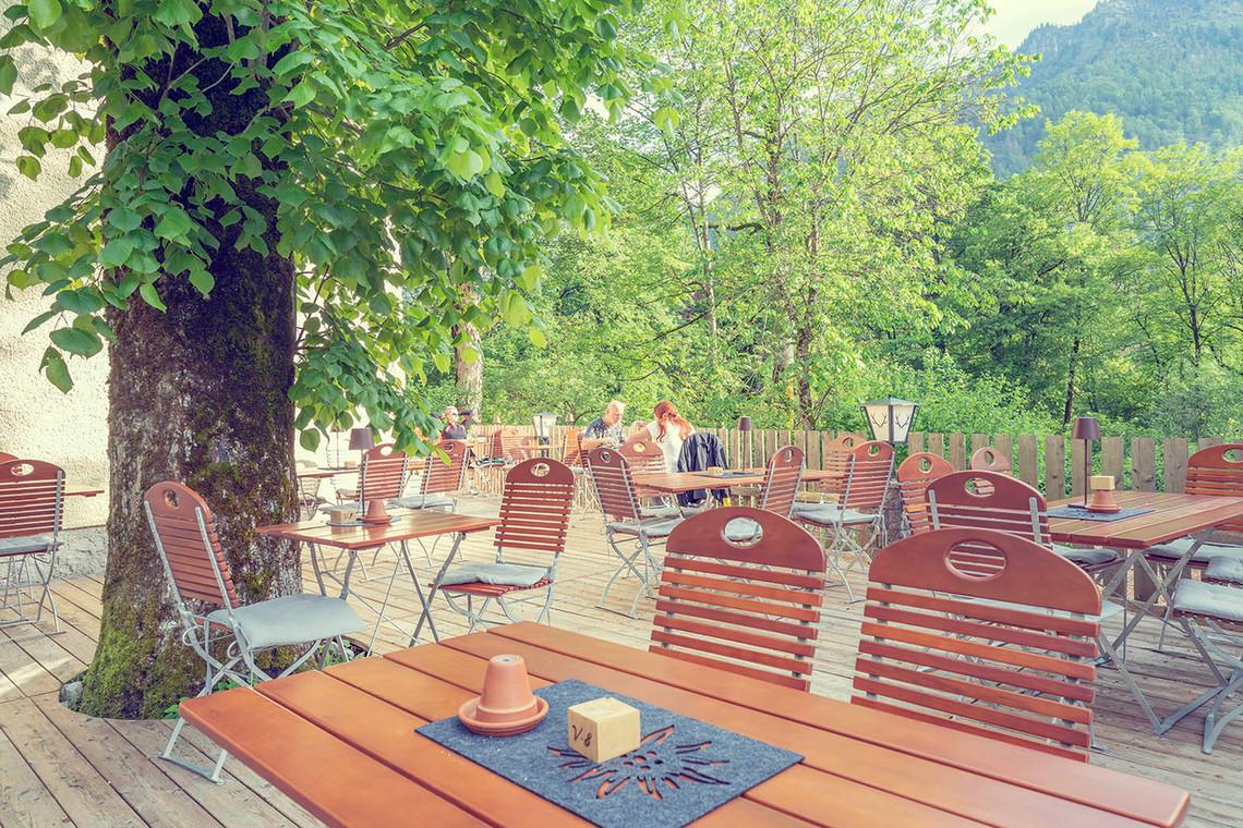 Schlosstaverne Gastgarten.jpg