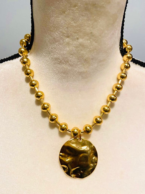 24k gold polish pearl with hammered pendant necklace