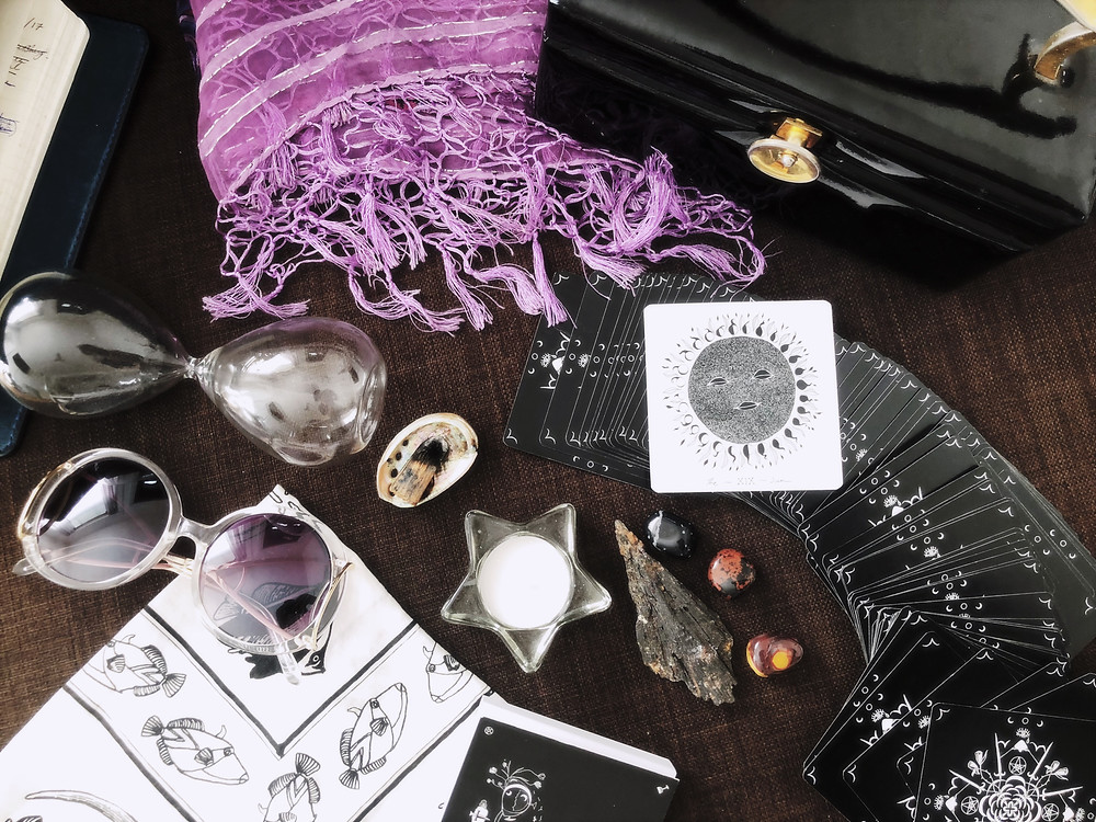 Things to Take to a Tarot Card Reading