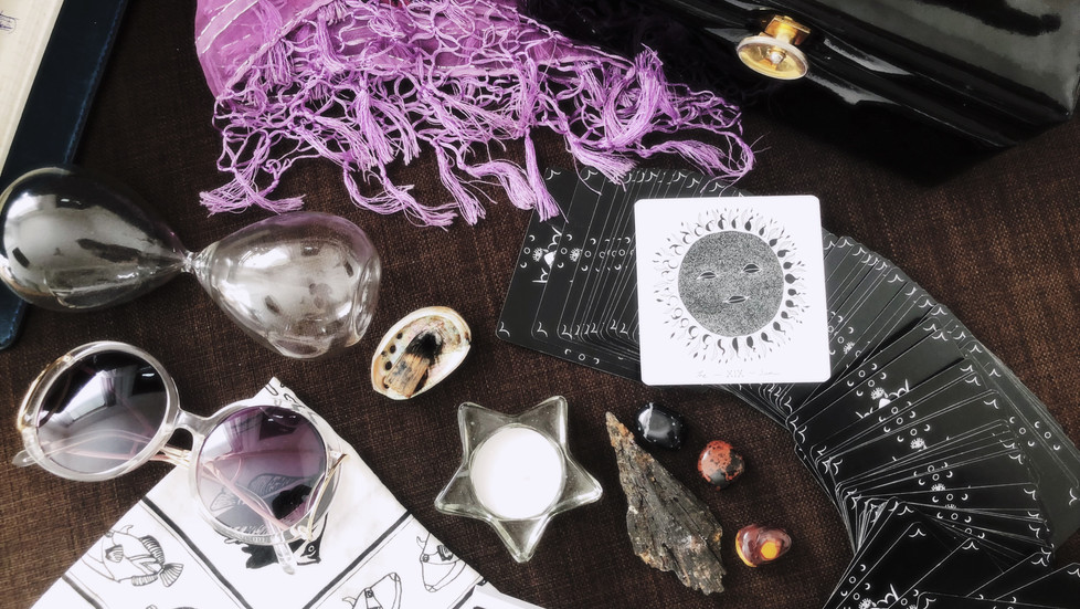 What's in My Bag? Things You Might Not Think to Bring to Tarot Card Readings