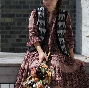 タイル柄編み込みベスト&刺繍ワンピース