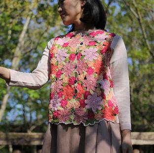 お花の手編みカーディガン