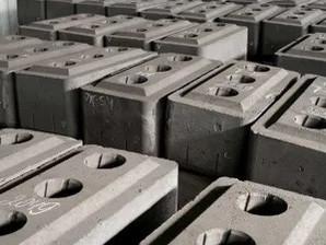 White-Hot Blocks as Renewable Energy Storage?