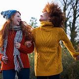 Frauen in Wollpullover