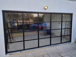 Thermally insulated steel bifold doors