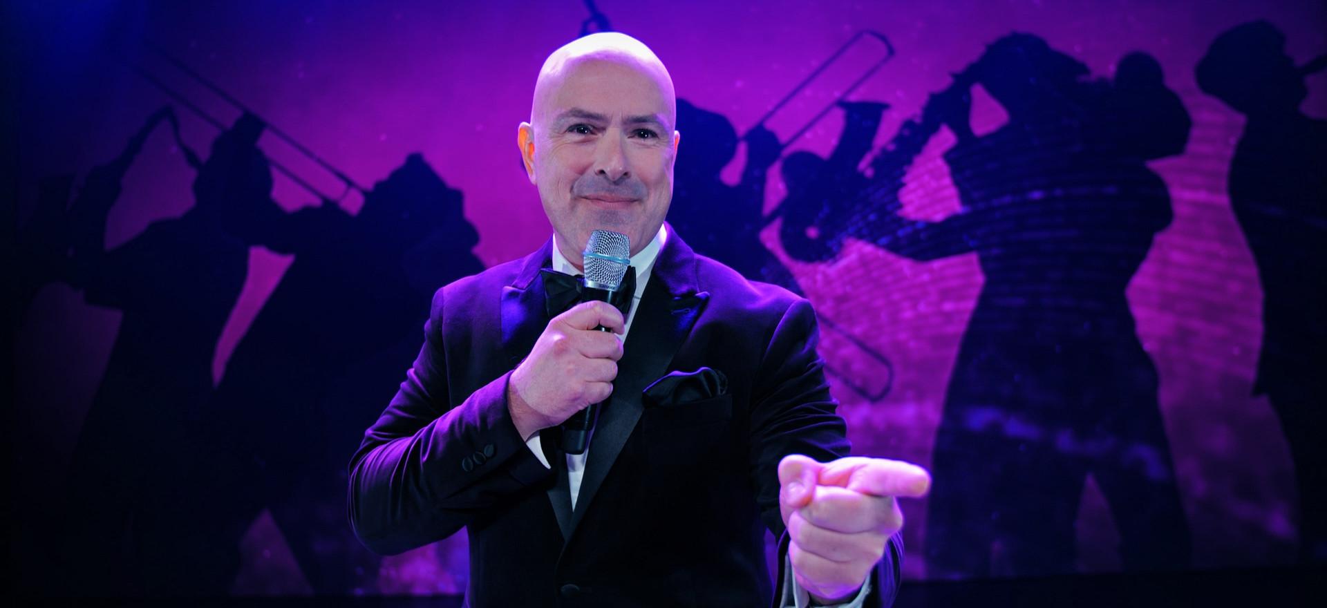 Paul pointing.jpg