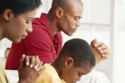 black-family-praying-960-x-640