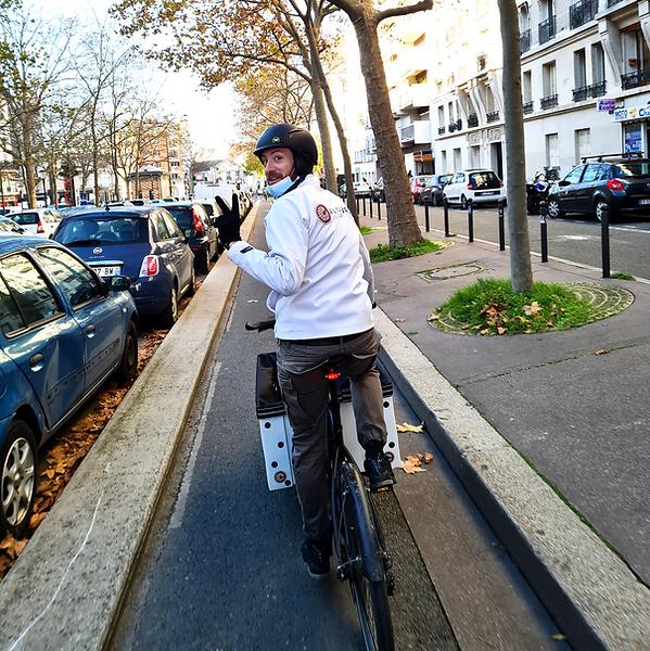 livraison pour un client en vélo cargo éthique et responsable