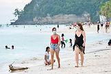 boracay-island-tourists_2021-03-02_21-38