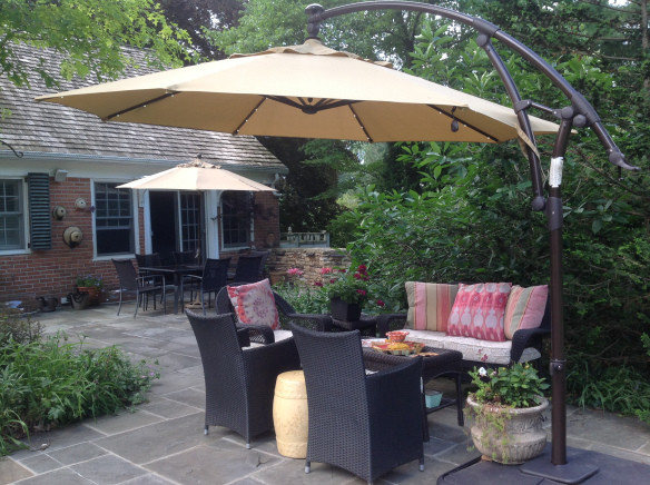 Shade from umbrellas via frenchgardenerdishes