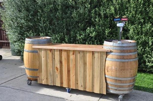 Outdoor bar via pallet ideas.