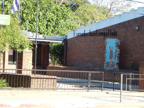 Escuela 8-San Carlos