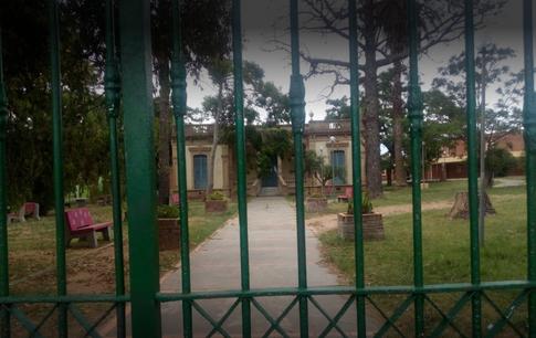 Escuela 10-San Carlos