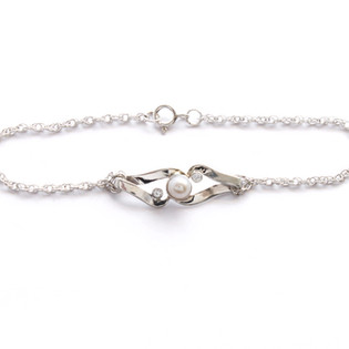 Pearl and diamond wedding bracelet