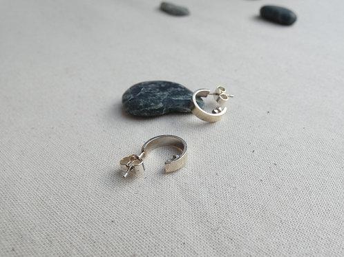 Petits anneaux d'oreilles en argent