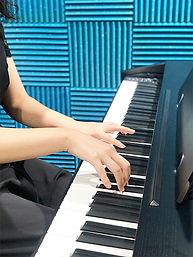 ヴィジュアル広告ピアノ写真.jpg