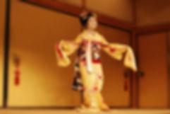 伝統的な日本の着物の女の子