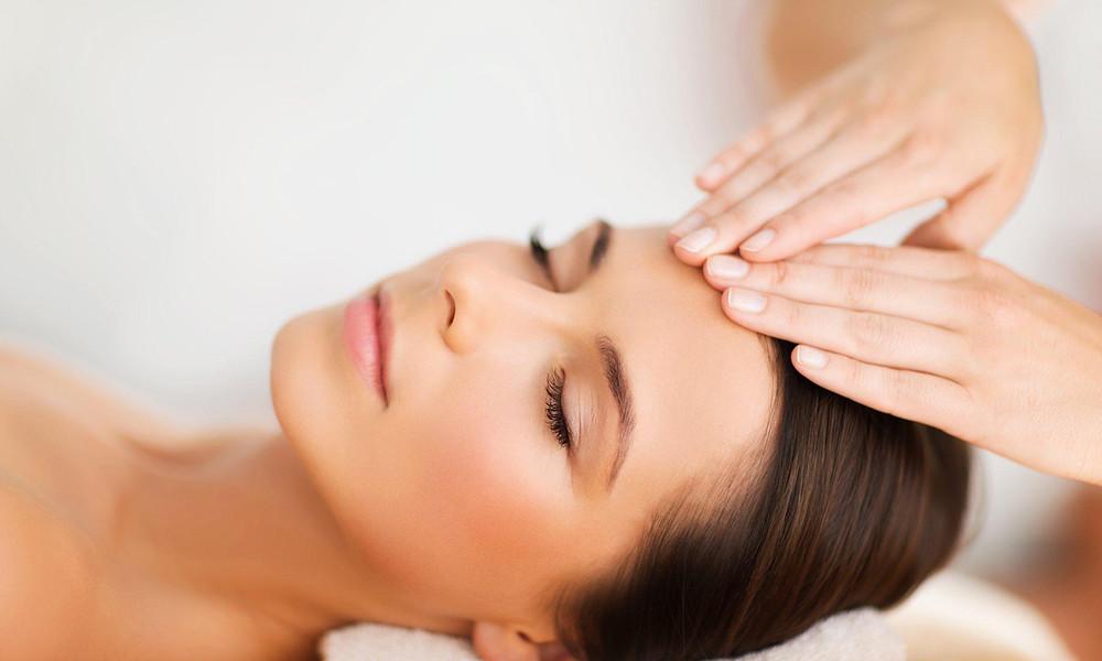 6 самых эффективных видов массажа лица