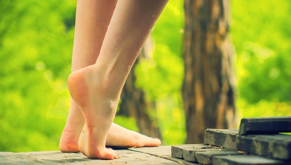 Может ли ходьба босиком улучшить здоровье