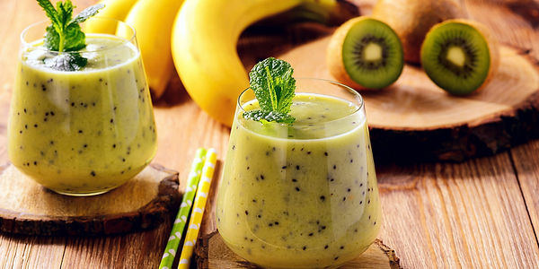 Завтрак банановый зеленый смузи