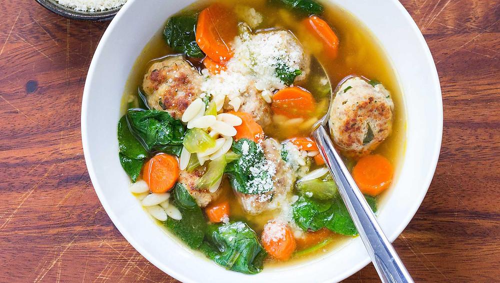 Суп из огурцов с тефтелями