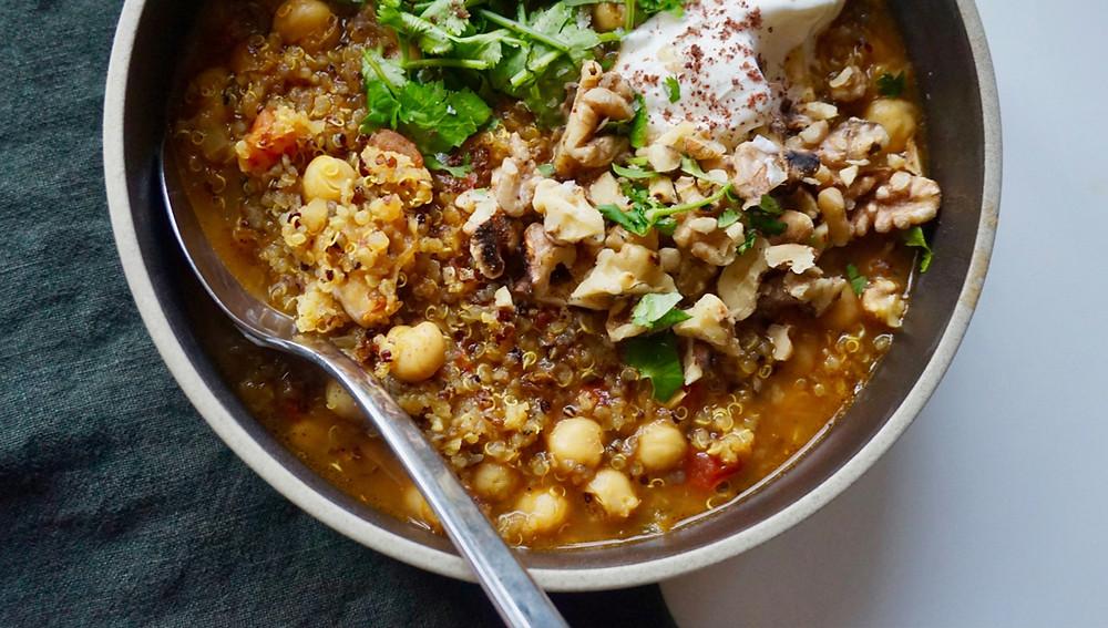 Питательный суп из киноа и грибов
