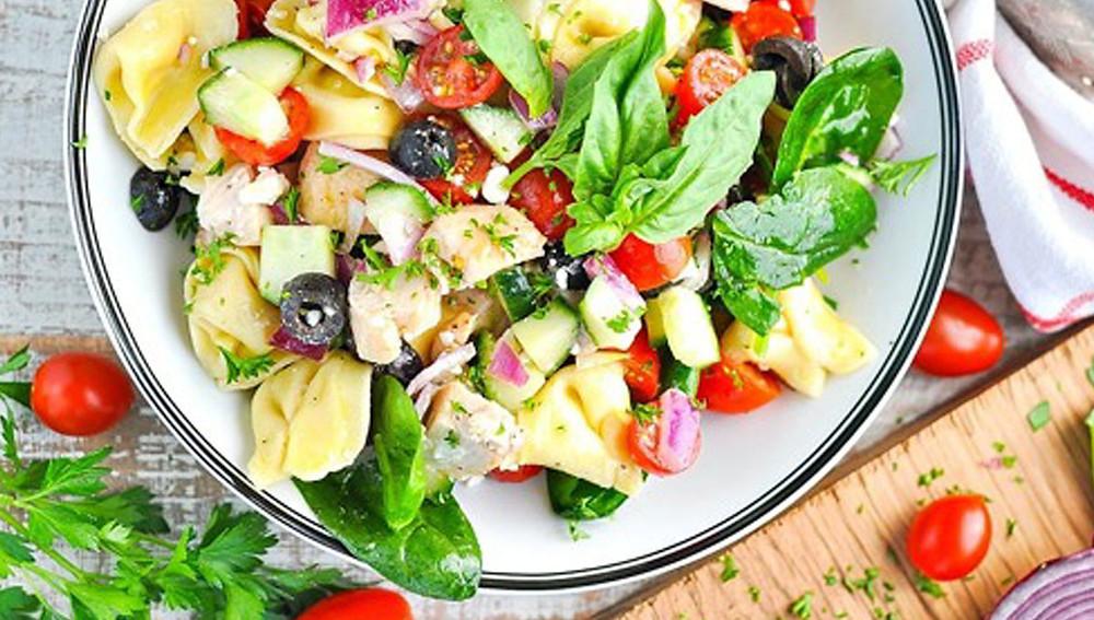 Тортеллини и куриный салат