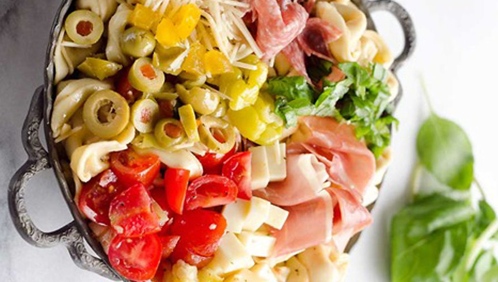 Тортеллини и салат прошутто