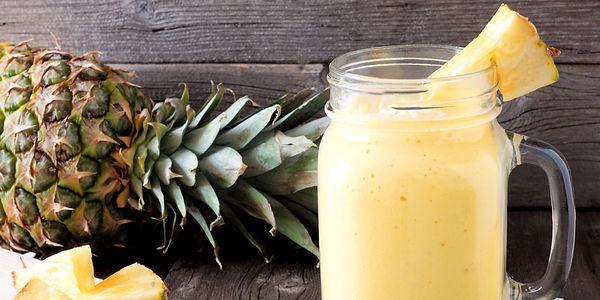 Смузи с ананасом, манго и кокосом