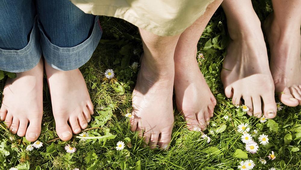 для многих упражнения и ходьба босиком являются повседневным занятием