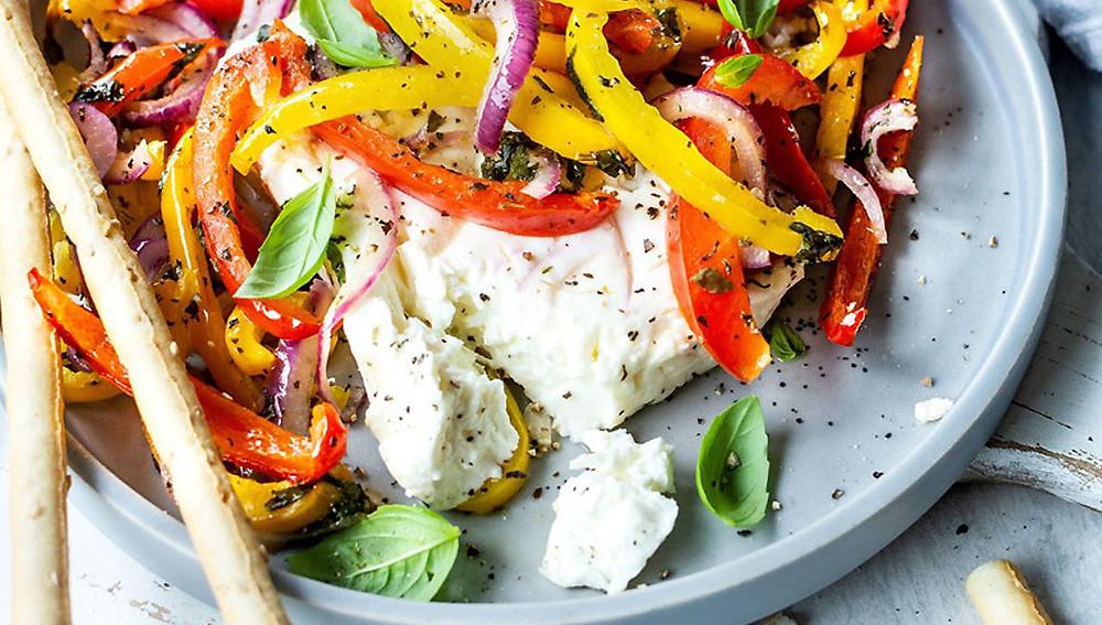 Запеченная фета с овощами